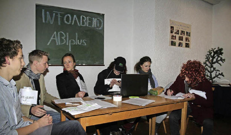 Die Abiturvorbereitung der sechs Schül... – lustig und total überspitzt.   | Foto: Karin Heiss