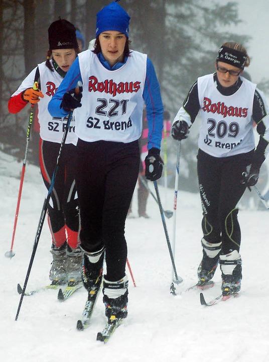 Die 13-jährige Johanna Knöpfle (vorne)...Schönwald als Siegerin der Klasse S14.  | Foto: Helmut Junkel