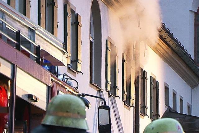 100-jähriger Mönch nach Feuer im Kloster in Lebensgefahr