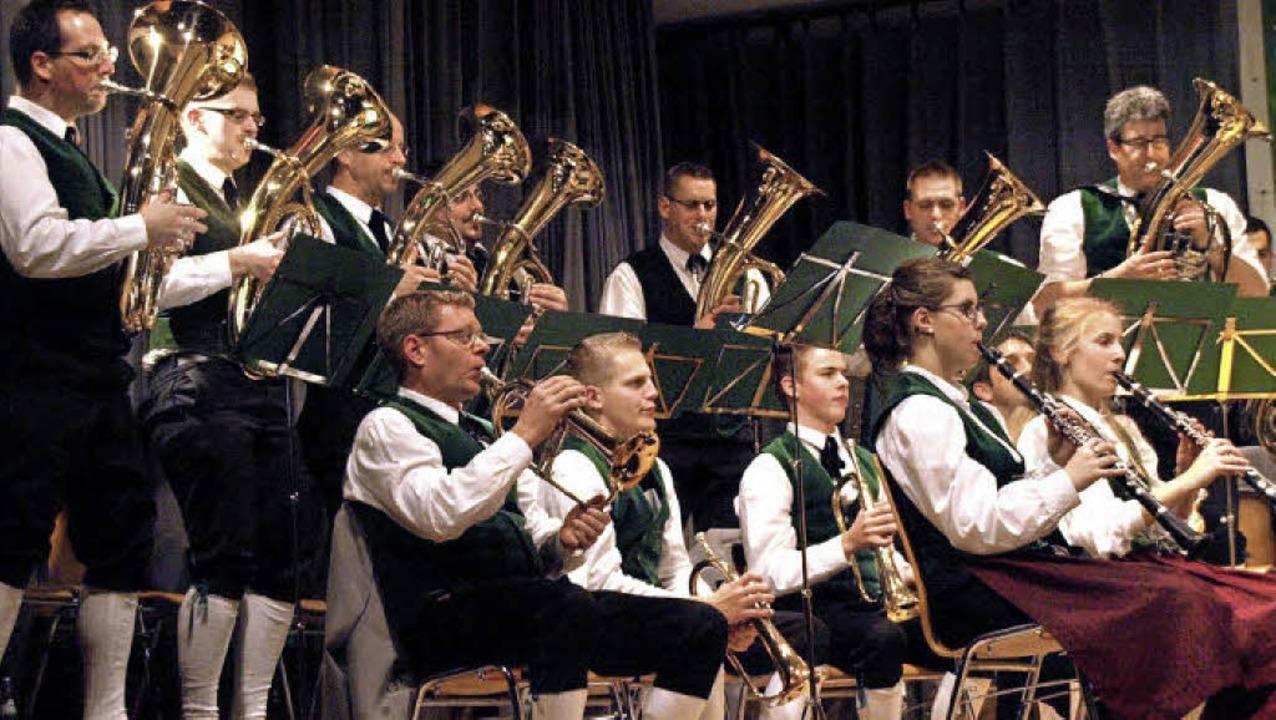 Mit großer Spielfreude reichten die Re...n untereinander die Solostellen weiter  | Foto: Karin Stöckl-Steinebrunner