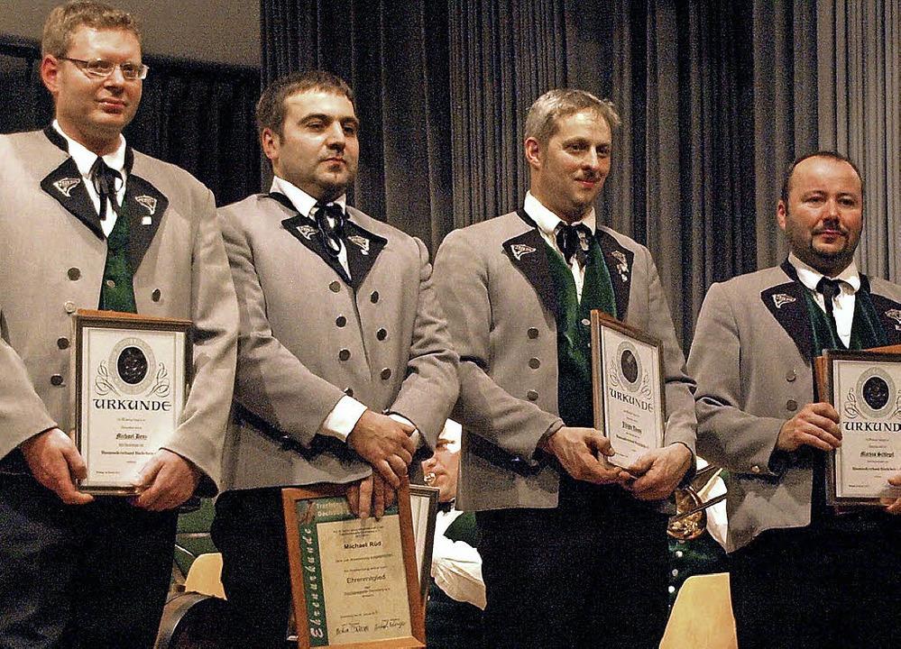 Für jeweils 25 aktive Jahre in der Tra...Christoph Behringer (von links) geehrt  | Foto: Karin Stöckl-Steinebrunner