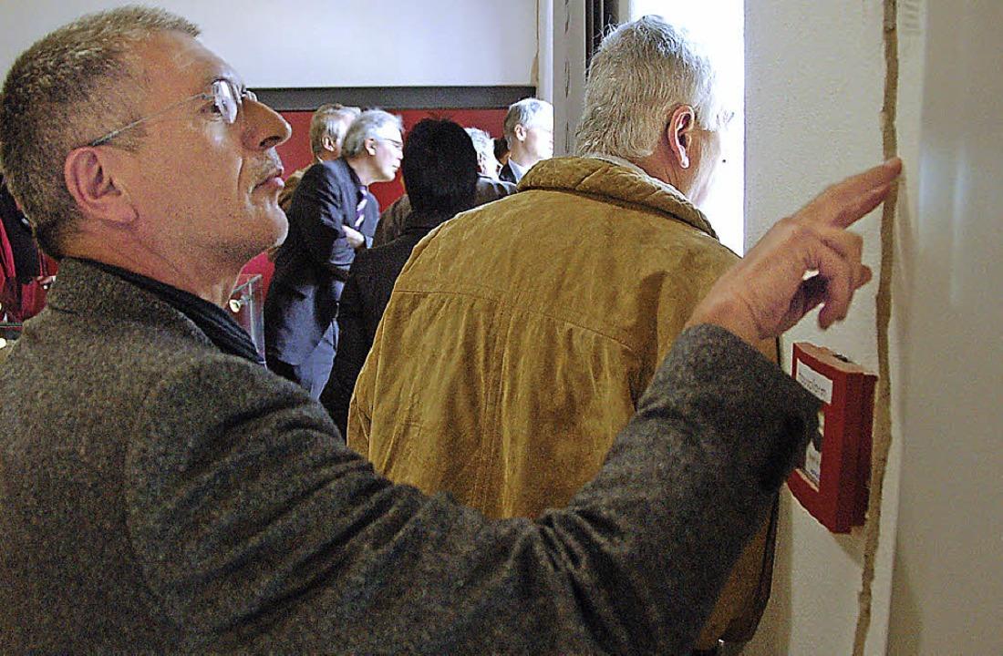 Oberrieds Bürgermeister Franz-Josef Wi...aus über die Schäden der Erdhebungen.   | Foto: Markus Donner