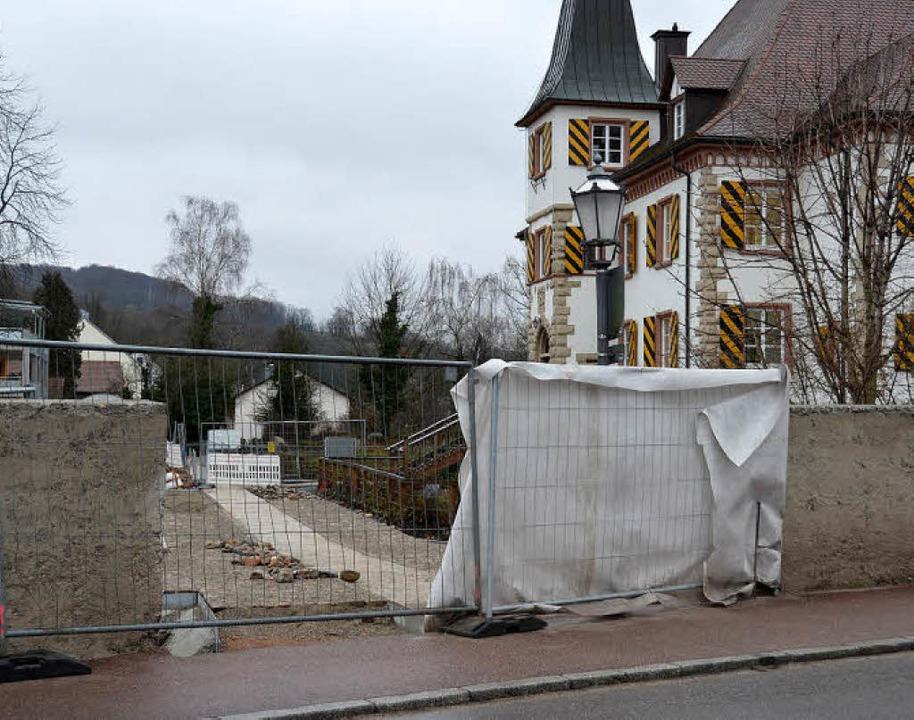 Die Arbeiten am Schliengener Schlosspa...wetterbedingt zu   Verzögerungen kam.     Foto: Michael Behrendt