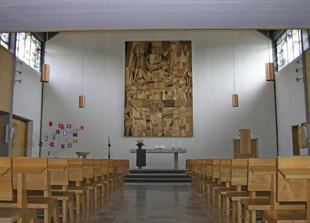 Kirche im ersten Stock und darunter Ge...sgemeinde in Neustadt zur Diskussion.   | Foto: Privat