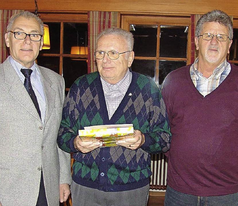 Für 50 unfallfreie Jahre erhielt Heinz...Märgen gratulierte  ihm Gerhard Dold.     Foto: Heinrich Fehrenbach
