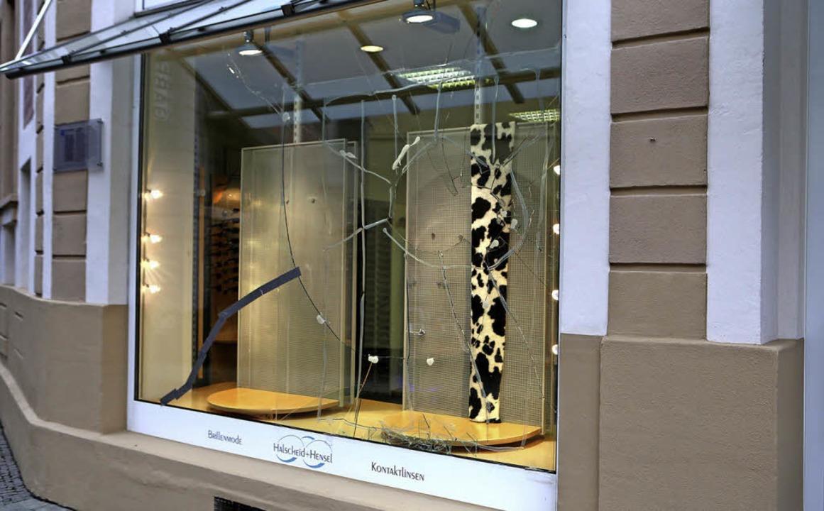 Finden sich in Schaufenstern wertvolle...in der Kirchstraße wurde heimgesucht.     Foto: christoph breithaput