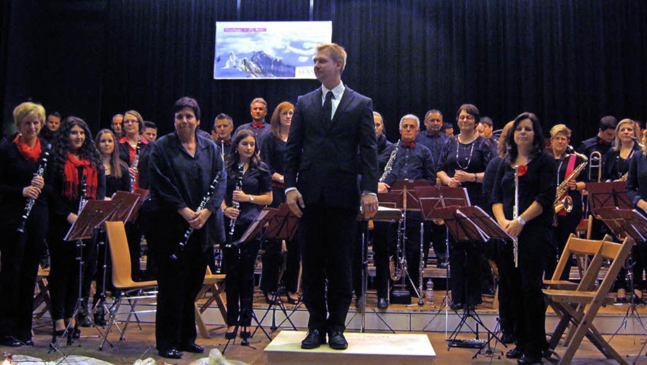 Der Musikverein Tunsel mit seinem Dirigenten Denis Laile  | Foto: Anne Freyer
