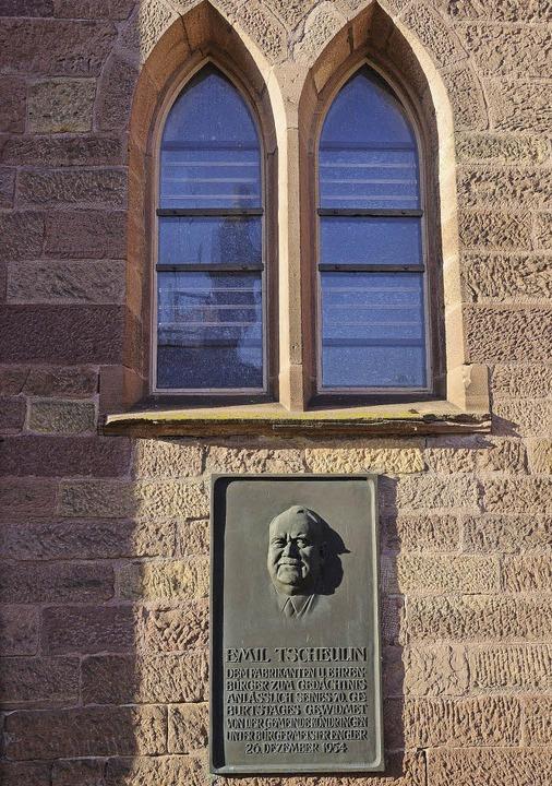 Die Tscheulin-Gedenktafel an der evang... Kirche bewegt weiterhin die Gemüter.     Foto: Truöl