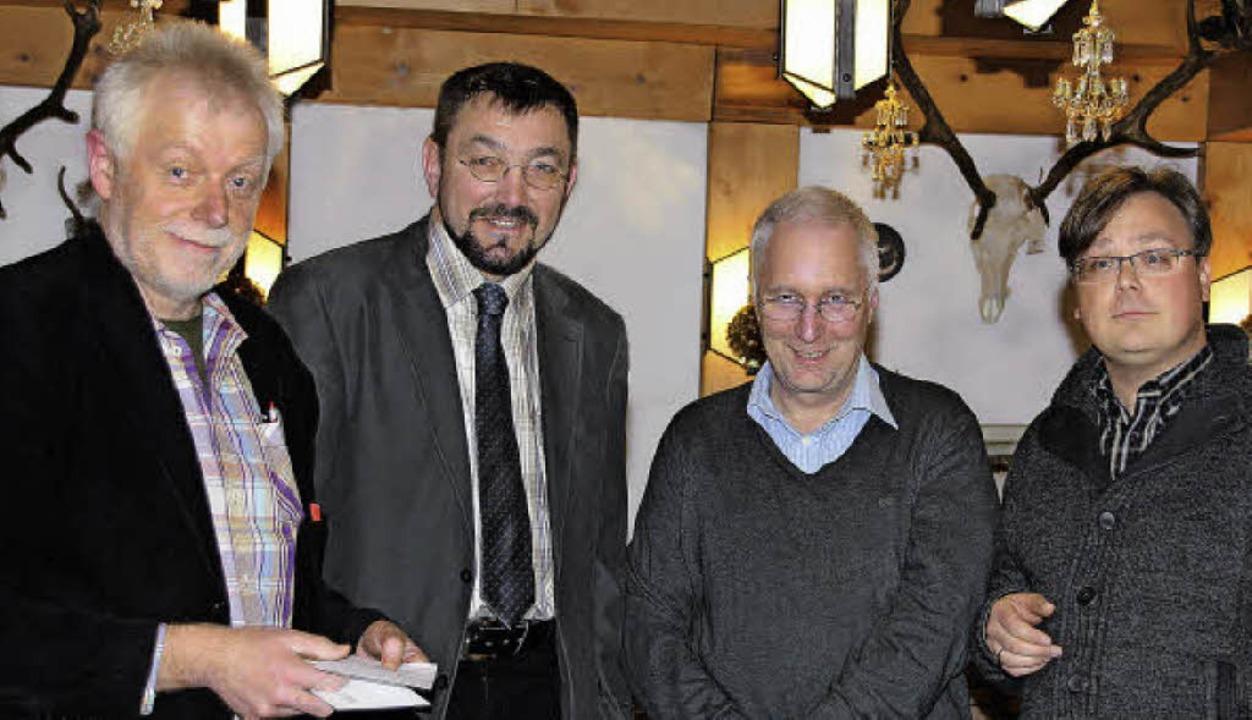Viele Dankesworte für den scheidenden ...ckert und Carsten Quednow (von links).    Foto: Katja Mielcarek