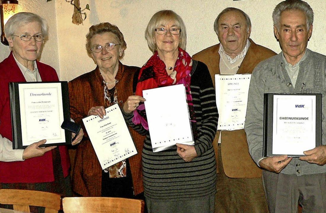 Langjährige und verdiente VdK-Mitglied...ich Genshirt (Verdienstnadel Silber).     Foto: Diehl