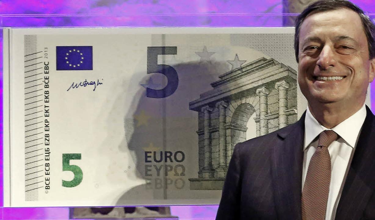 Notenbankchef Mario Draghi und der neu...ben die darauf abgebildeten Motive.     | Foto: dpa
