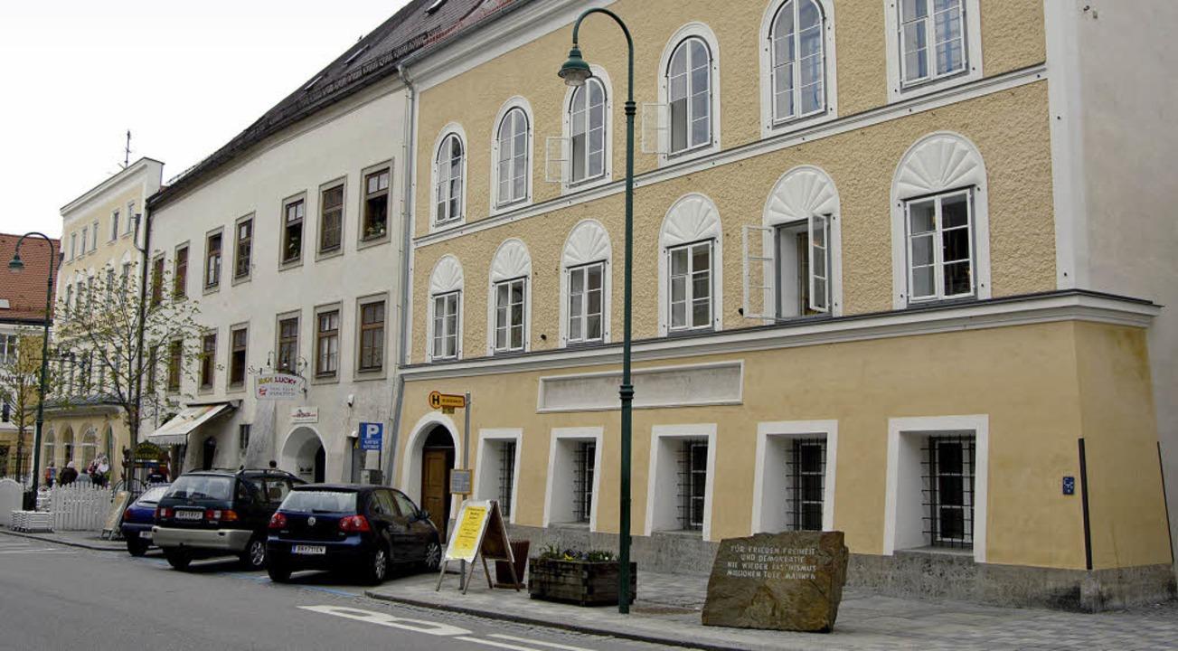 Seit über einem Jahr steht das Geburts...f Hitler in Braunaus Innenstadt leer.     Foto: dpa