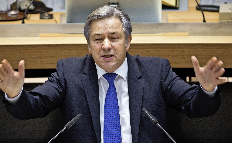 Klaus Wowereit hat sich geprüft – und will im Amt bleiben.     Foto: DPA