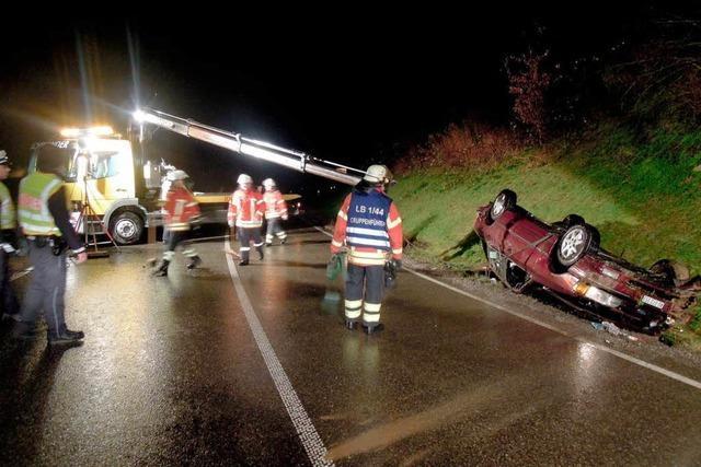 Fahrzeug überschlägt sich – beide Insassen schwer verletzt