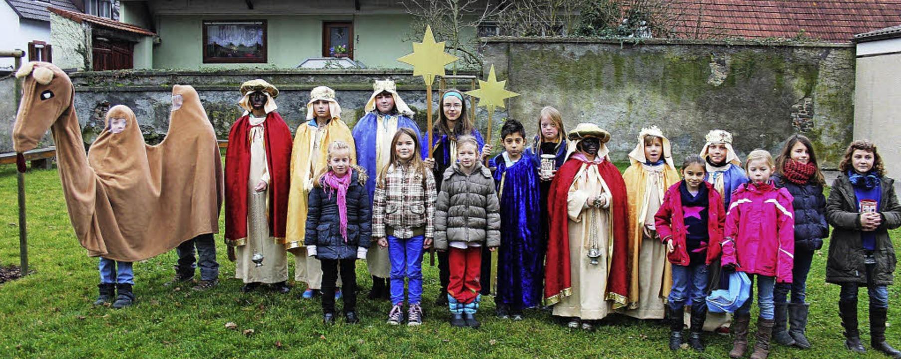 Auch in Bötzingen zogen  Kinder eifrig...er, sogar mit einem  Kamel  im Tross.   | Foto: horst david