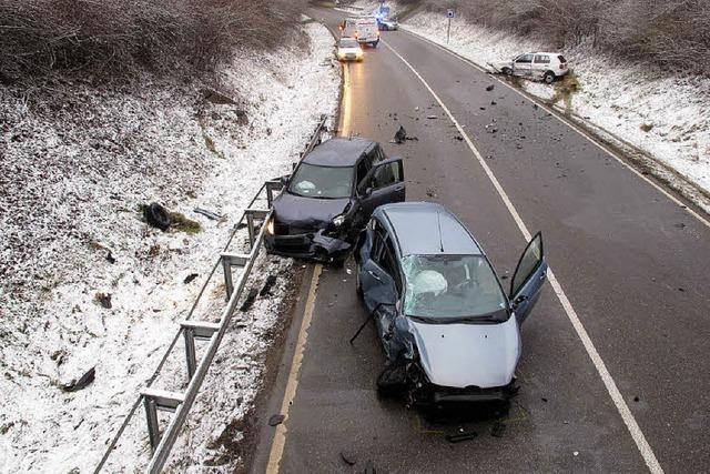 B 317 nach schwerem Verkehrsunfall gesperrt