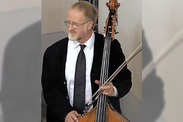 Komponist saß selbst am Kontrabass