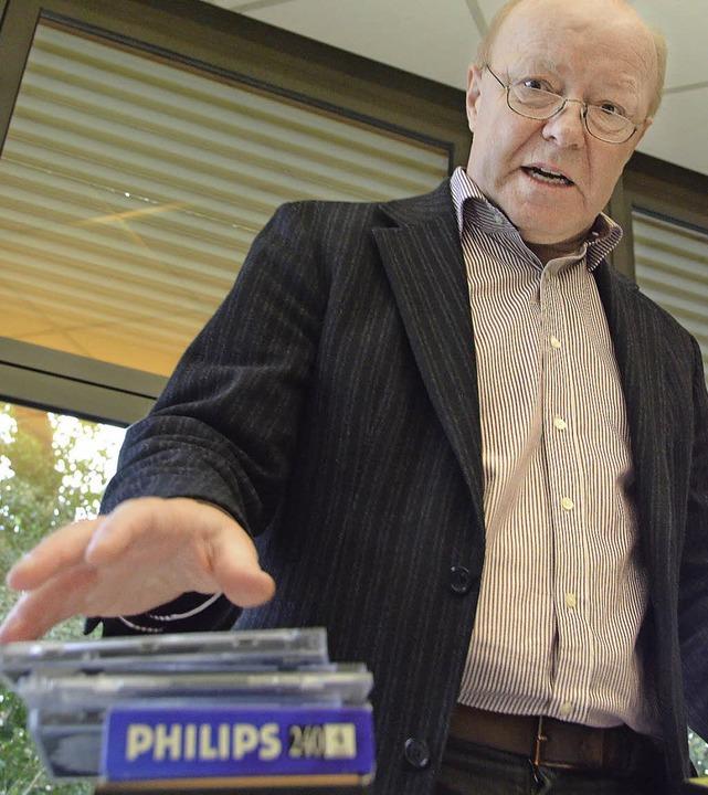 Musikschulleiter Norbert Dietrich will...n sich schon auf seinem Schreibtisch.   | Foto: Ralf H. Dorweiler
