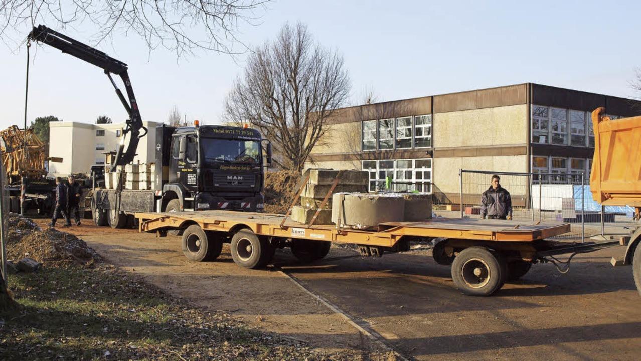 Jüngst wurde die Baustelle für den Erw...gsbau der Werkrealschule eingerichtet.  | Foto: Michael haberer