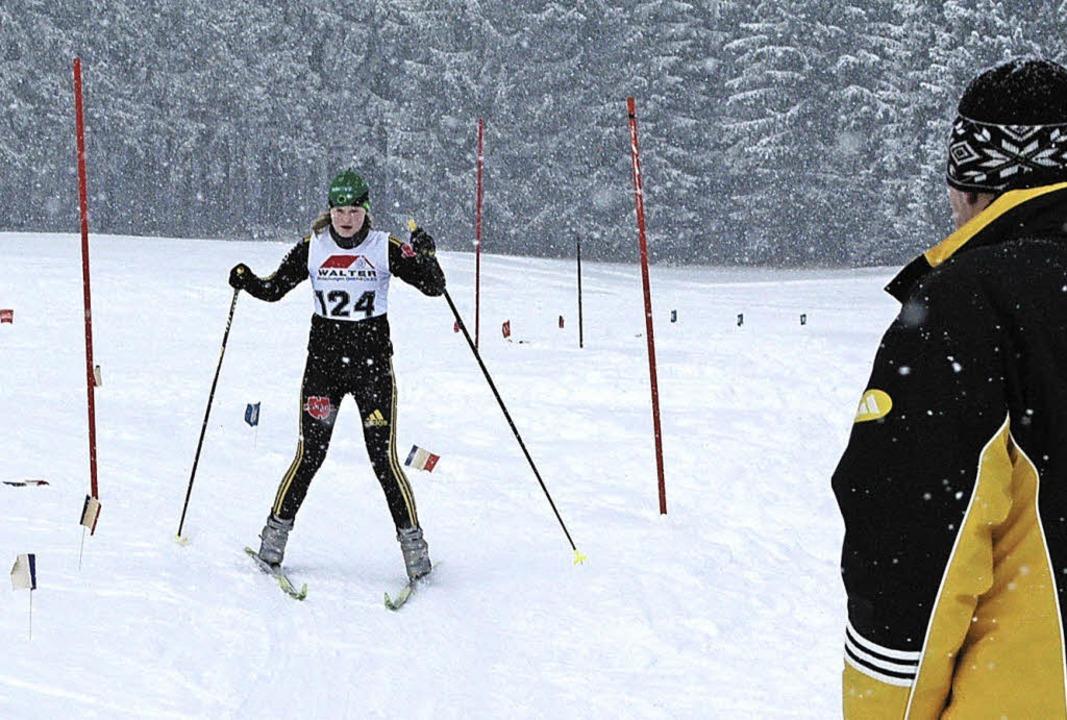 Skitechnik im Pulverschnee: Langläuferin Anja Schwär bei einer Techniksektion   | Foto: annemarie zwick