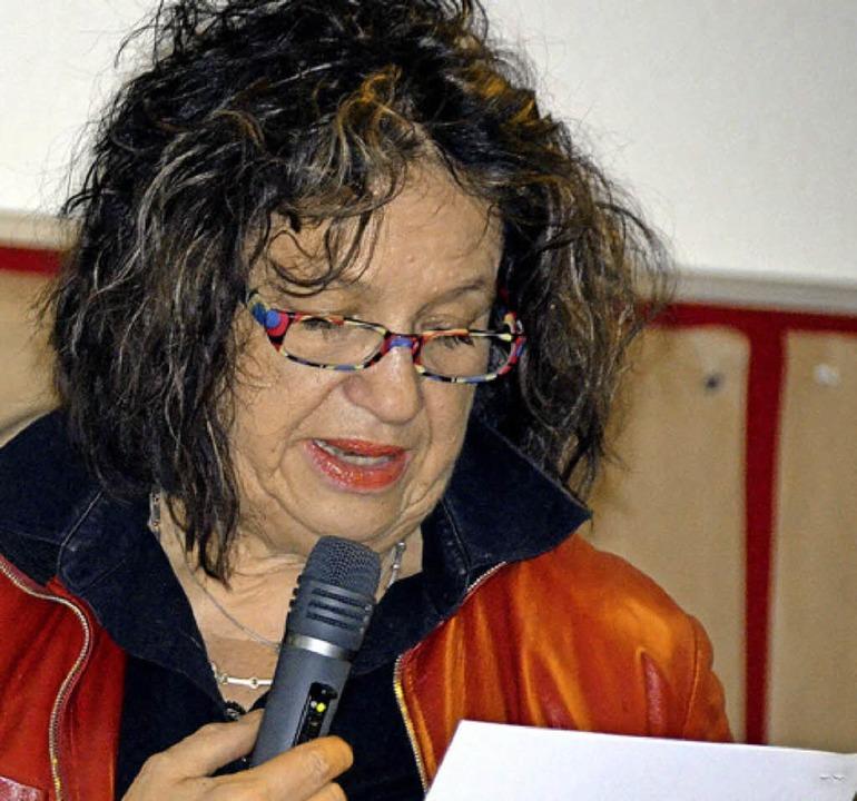 Elisabeth Müller spricht über Einflüsse auf die Gemeinde.  | Foto: Ralf H. Dorweiler