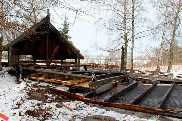 Grillhütte in Ringsheim brennt ab