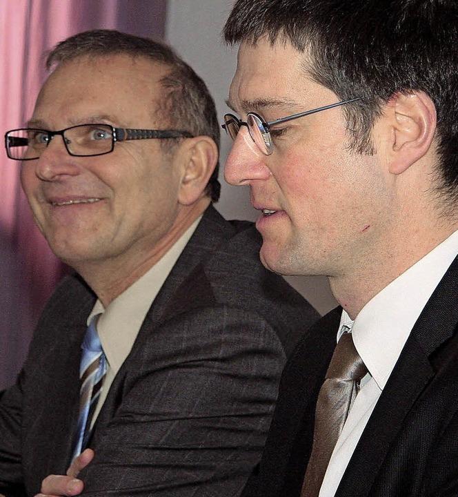 Das Lächeln wirkt gequält: Staatsminis...inks) und Bürgermeister Jochen Paleit.  | Foto: DEcoux-Kone