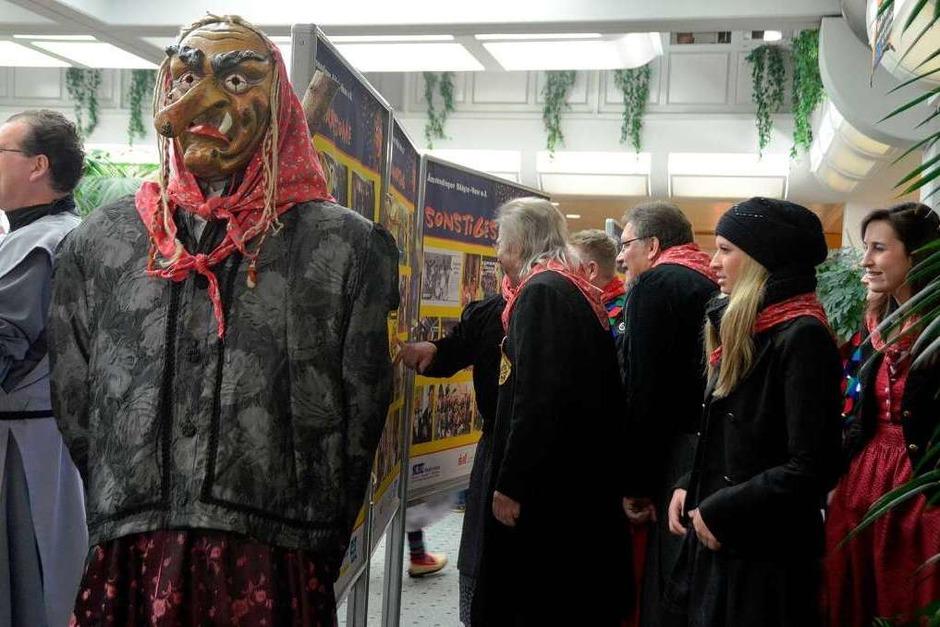 33 Jahre Bäägle-Hexen: Die Ausstellungswände waren gleich umlagert (Foto: Sylvia-Karina Jahn)