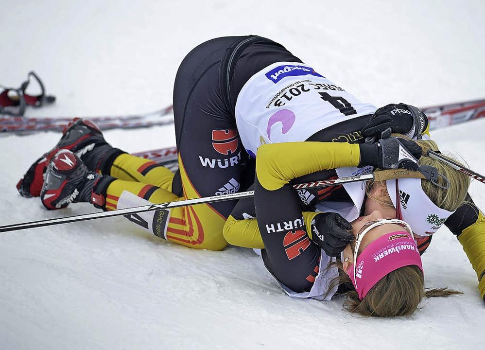 Zwei Glückselige: Sandra Ringwald (obe...erfolgen bei der U23-Weltmeisterschaft    Foto: Sidorjak