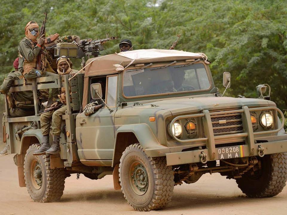 Eine Militärpatrouille malischer Soldaten.  | Foto: AFP