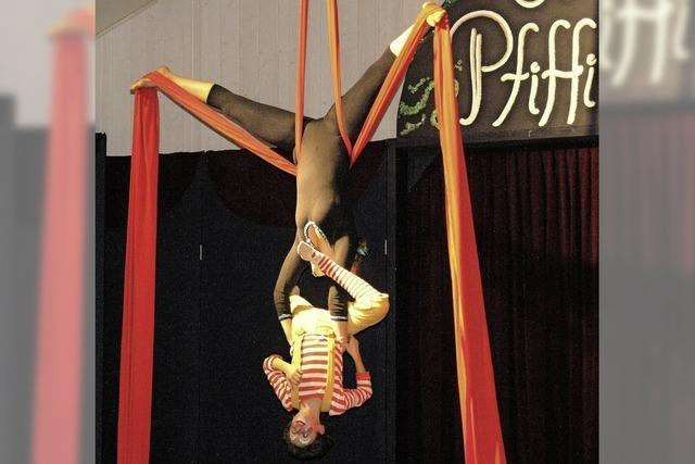 Schüler beeindrucken mit Akrobatik und Clownerie
