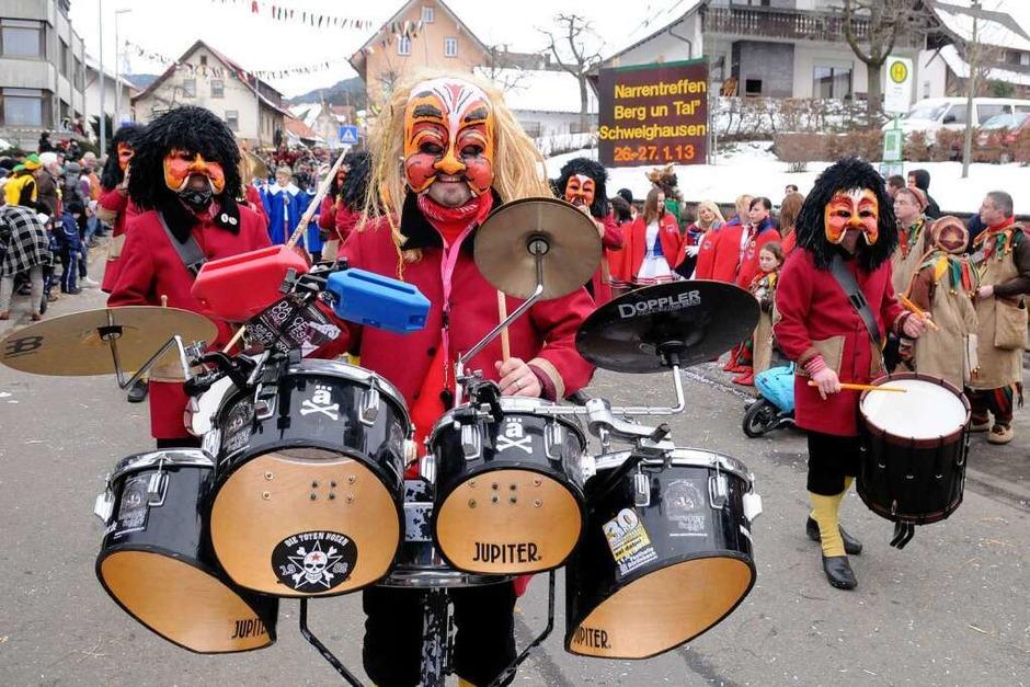 Närrisches Treiben beim Zunftabend und großen Umzug in Schweighausen (Foto: WOLFGANG KUENSTLE               )