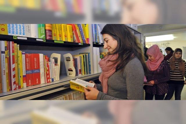 Neue Bibliothek im Flüchtlingswohnheim