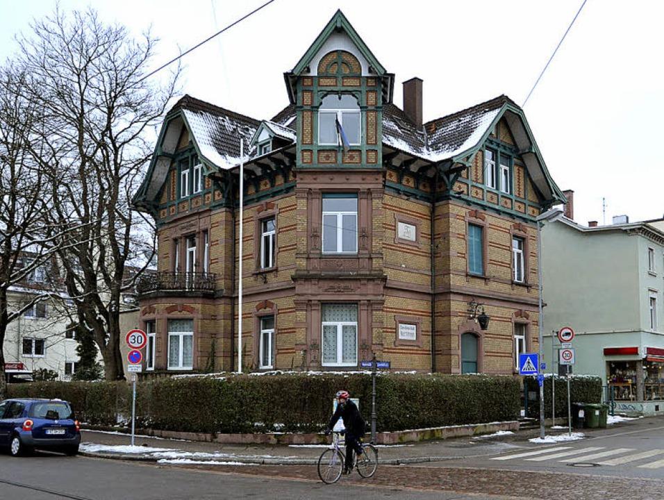 Seit mehr als 100 Jahren residiert hier eine Burschenschaft.  | Foto: Bamberger
