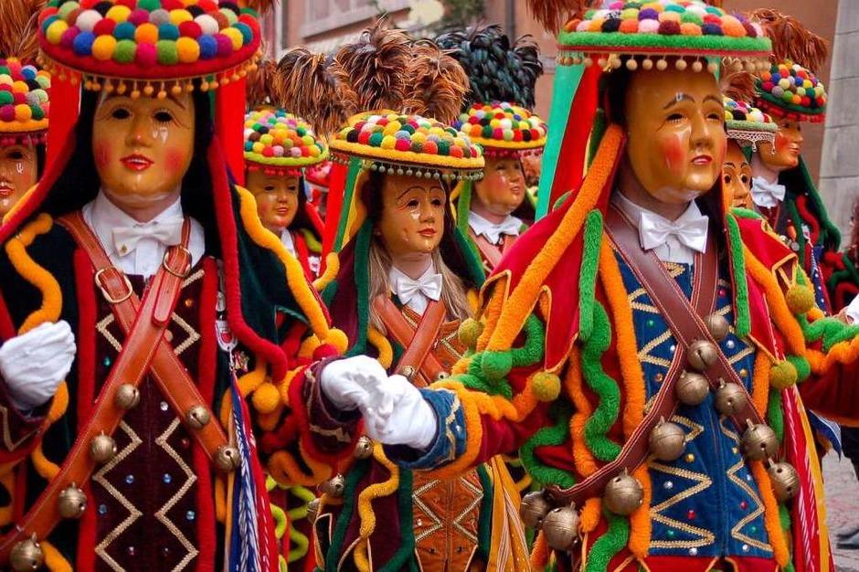 Die ganze Vielfalt des Brauchtums boten die Zünfte beim schwäbisch-alemannischen Konvent in Laufenburg. (Foto: Hildegard Siebold)