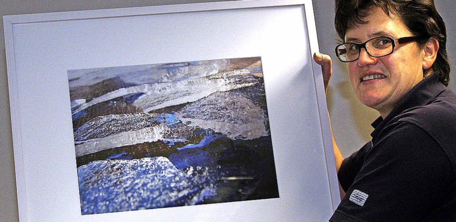 Sigrid Hupfer stellt erneut eigene Fotos in der Mediathek aus.  | Foto: Cremer