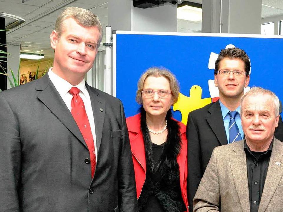 von links: Bürgermeister Oliver Rein, ...ph Wolk und Professor  Werner Nickolai  | Foto: Kai Kricheldorff