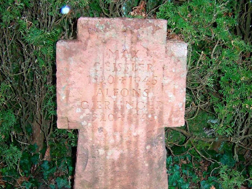 Grabstein für Max Geissler und Alfons ...er in Waldkirch ermordeten Desserteure  | Foto: Sylvia Timm