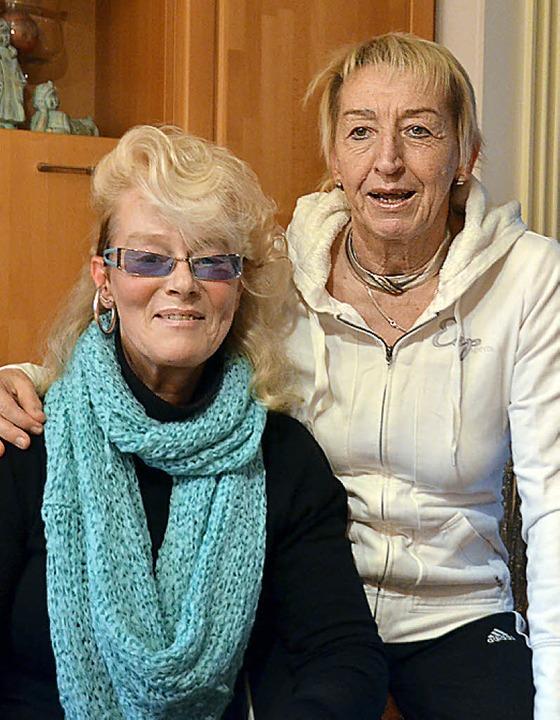 Carmen Weitzel (links) und Hannelore Nuß fordern mehr Sorgfalt von Anglern.  | Foto: Peter Gerigk