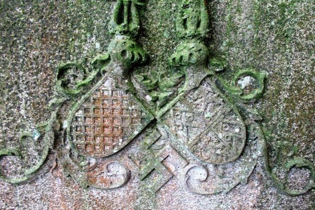 Hakenkreuz auf historischem Grabstein löst Debatte aus