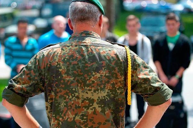 Bundeswehr kommt mit Jugendoffizieren in Schulen