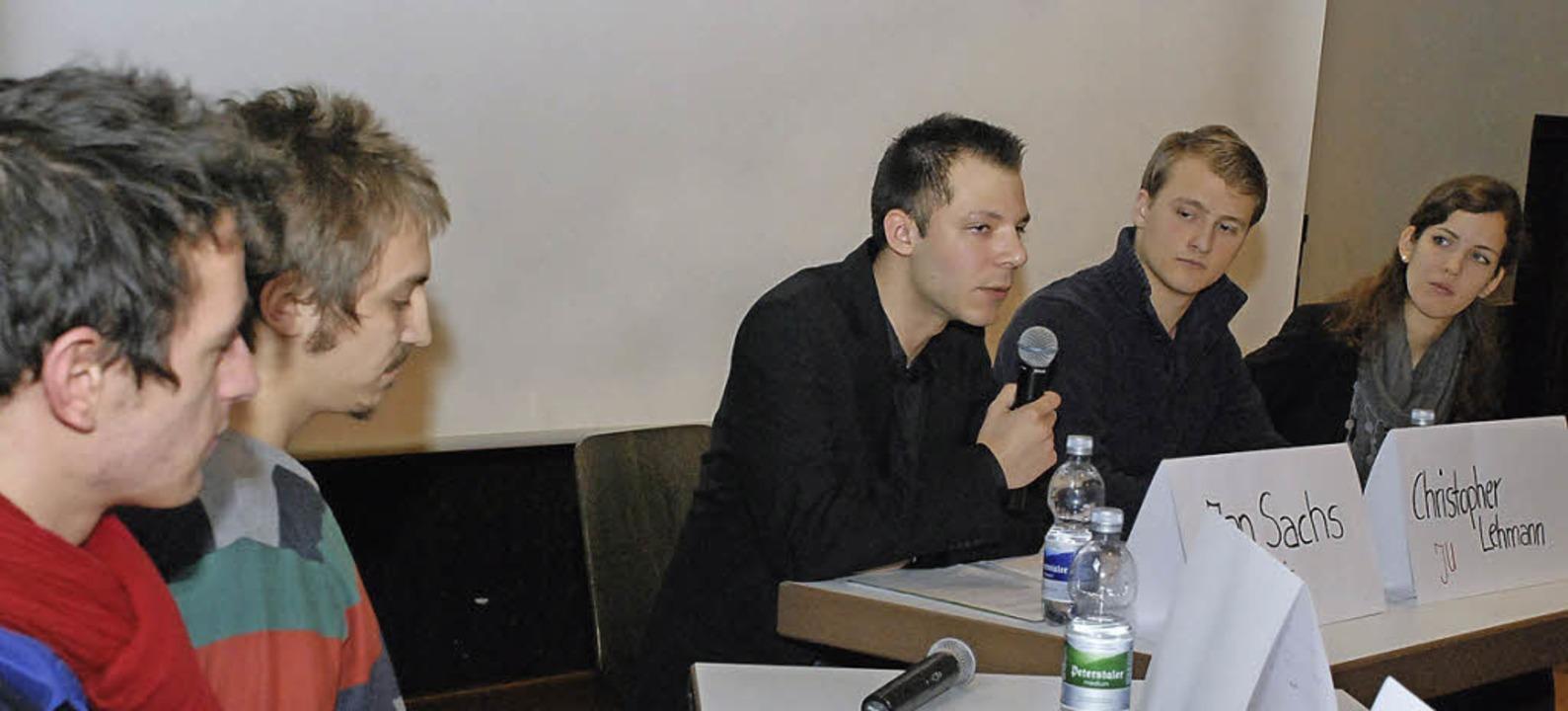 Diskussionsfreudige Nachwuchspolitiker..., Christopher Lehmann und Lina Seitzl.    Foto: Gertrude Siefke