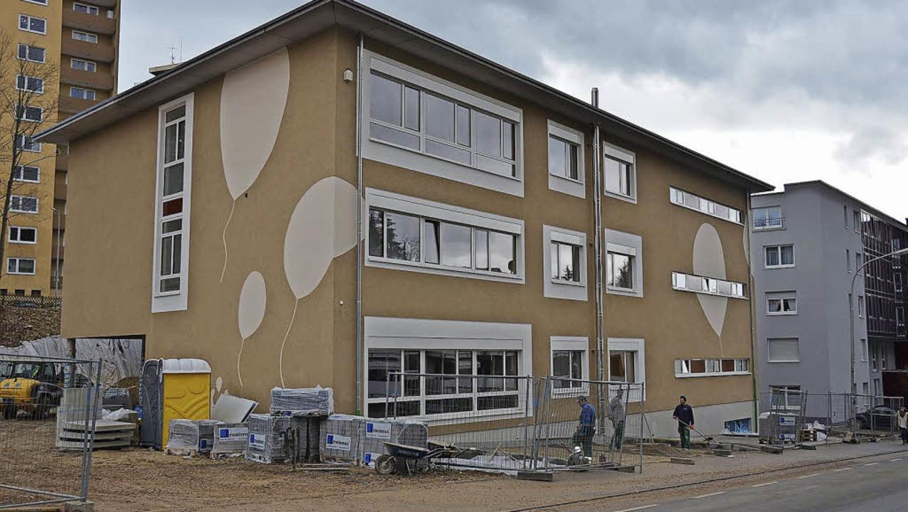 Der Neubau der Außenstelle der Karl-Ro...le an der Wallbrunnstraße in Lörrach.   | Foto: Nikolaus Trenz