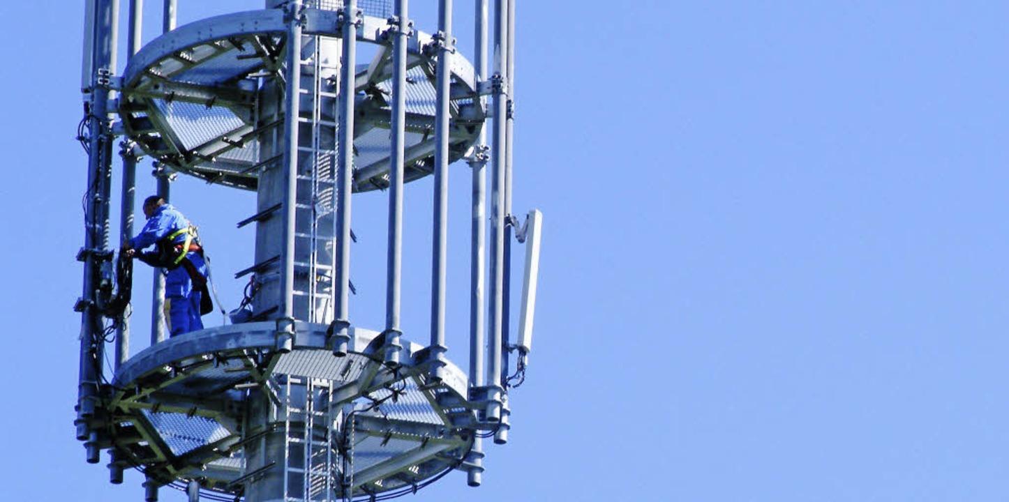 Sorgt weiter für Gesprächsstoff: der Mobilfunksendemast auf dem Riesenbühl.  | Foto: Wolfgang Adam