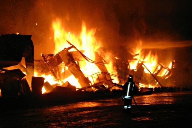 86 Kamele sterben in Flammen - Brandursache unklar