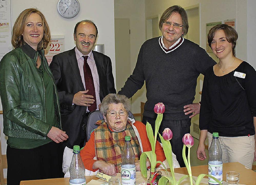 Bundestagsabgeordnete Kerstin Andreae ...leiterin Helena Schneider (von links).    Foto: mario schöneberg