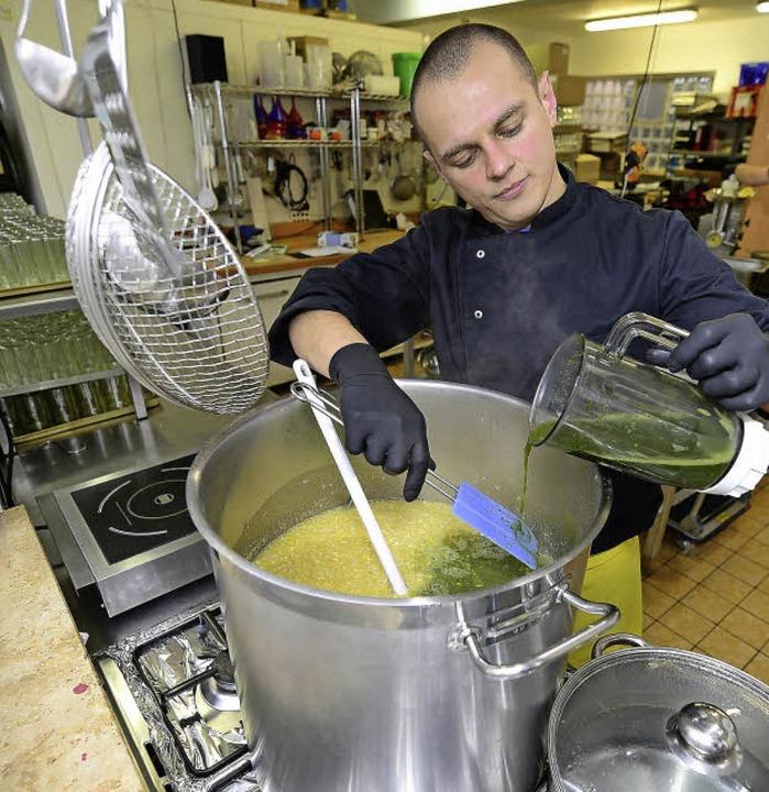 Ireneus Frost experimentiert gern &#82...ltem Thymian in der Zitronenmarmelade.  | Foto: Ingo Schneider