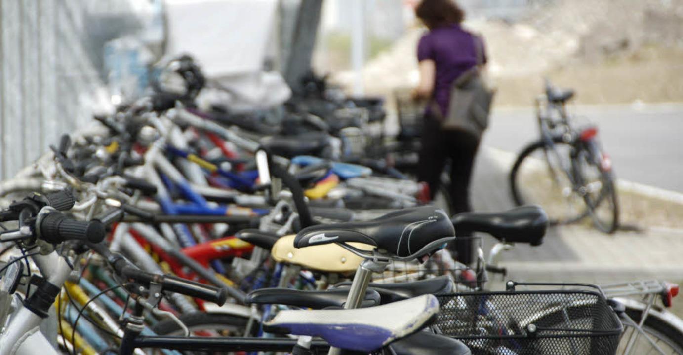 Eine härtere Gangart hält die Polizei ...aber ständige Kontrolle der Radfahrer.  | Foto: Ingrid Böhm-Jacob