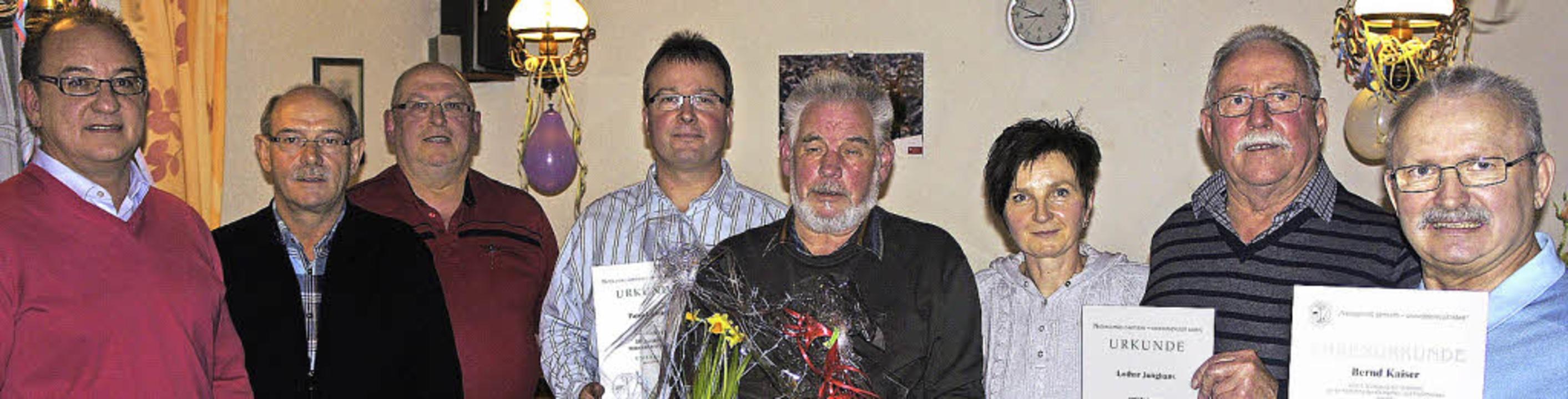 Gewählt und geehrt (von links): der  V...i, Lothar Junghans  und Bernd Kaiser      Foto: Reinhard Herbrig