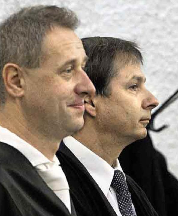 Verteidiger Hubert Gorka (vorn) und  Kollege Hans Steffan   | Foto: dpa